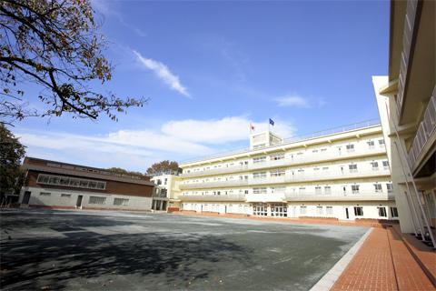 八雲学園中学校校舎